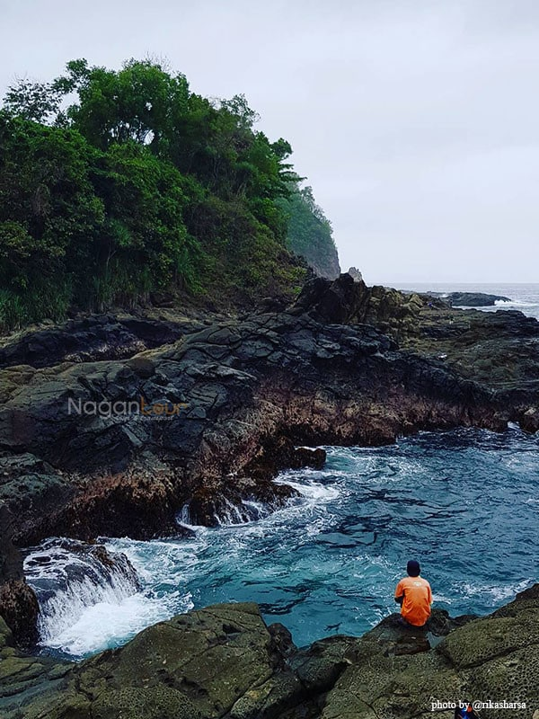Rental Mobil Jogja Murah - Harga Sewa Mobil Jogja 2018 kolam-renang-di-pantai-wediombo Pesona Pantai WediOmbo. Berlibur Asik Ke Pantai Yogyakarta